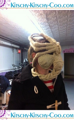 knit-alien-facehugger-skimask